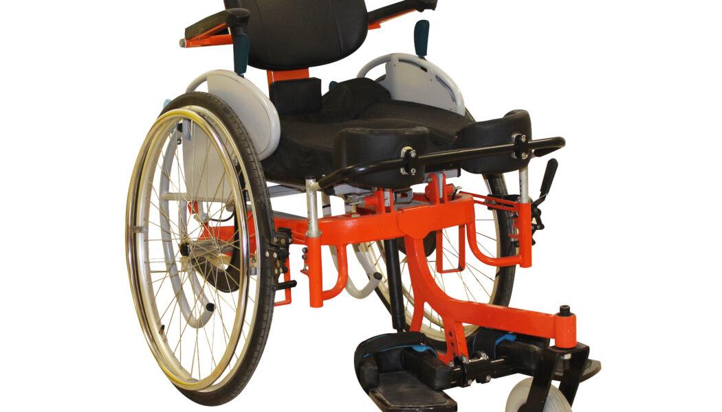 Índia desenvolve cadeira de rodas que permite ao cadeirante ficar em pé