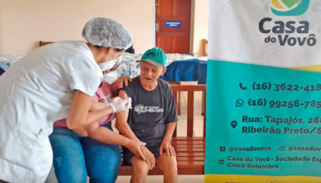 Casa do Vovô aplica 179 doses de vacina contra Covid-19